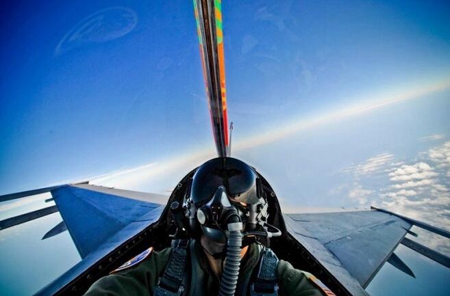 艺高人胆大 战斗机飞行员